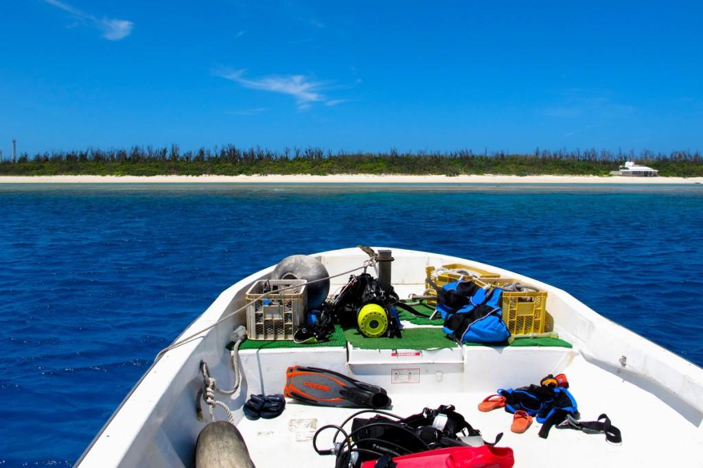 ボートからの水納島