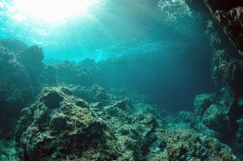 最も透明度の高い冬の「青の洞窟」