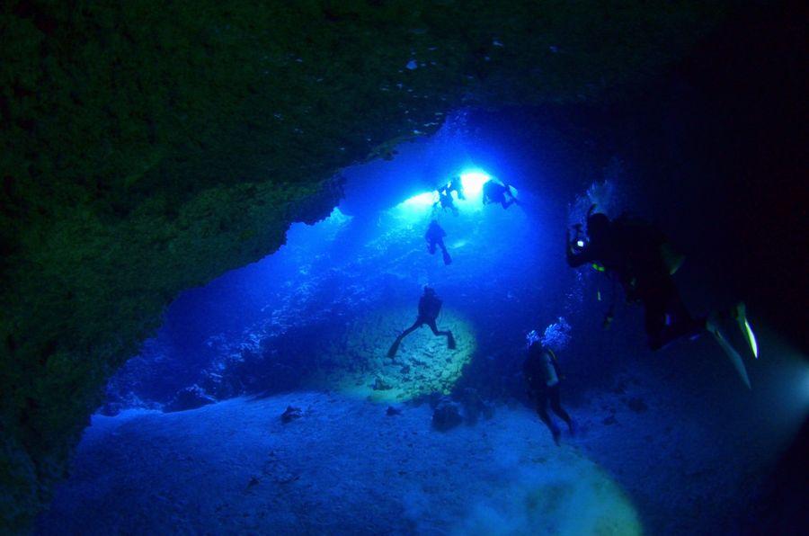 伊江島 オホバの大洞窟の中
