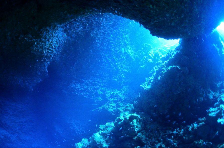 伊江島 オホバの大洞窟・幻想的な光
