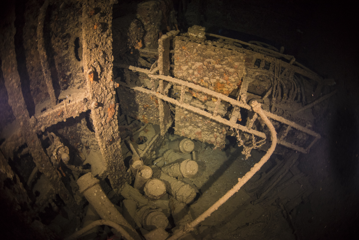 エモンズ(USS EMMONS) 内部へのペネトレーション 2