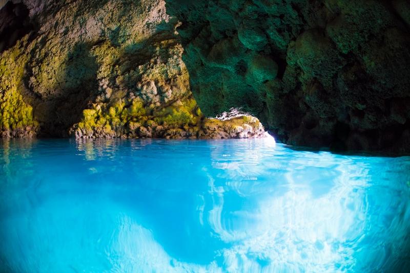 青の洞窟の水面・冬の透明度