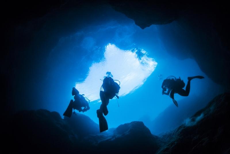 水面に浮上するダイバー マリンレイク 宮古島