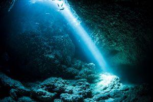 スポットライトの光 マリンレイク 宮古島