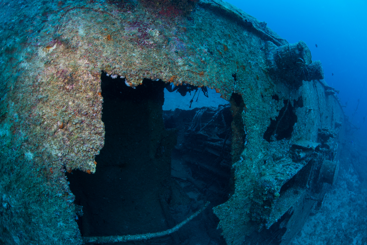 旧日本軍の特攻機による破損部分 エモンズ・USS EMMONS