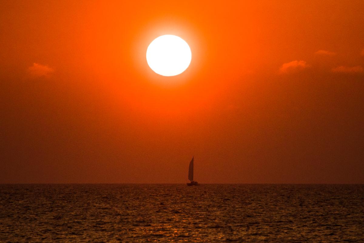 シークレットビーチの夕日 Nikkor 70-300mm