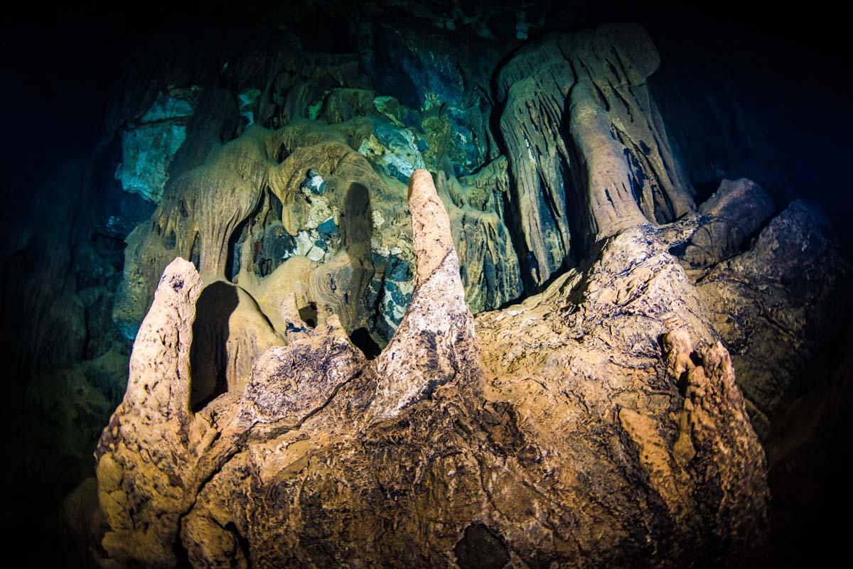 宜名真鍾乳洞の鍾乳石