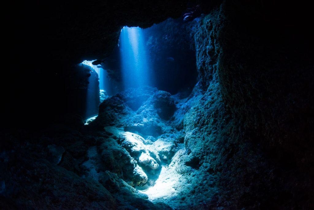 光のクレパス・恩納村ダイビング